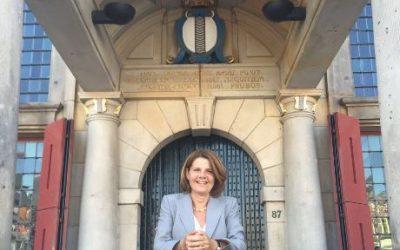 03 okt Burgemeester Marja van Bijsterveldt opent City AED.